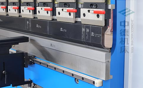 ZDPK-8025分段数控模具及高精度模具快夹,换模速度快5倍,加高型模托是门业制造专业配置.jpg